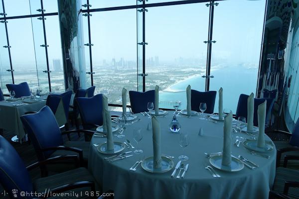 杜拜+義大利。夢想之旅 Day2-2 帆船飯店(Burj Al Arab)【27樓的Al Muntaha景觀餐廳】,禮拜五特有頂級早午餐,龍蝦、鵝肝吃到飽,貴的要命,但一生必去一次,附贈划算吃法教學(大笑)