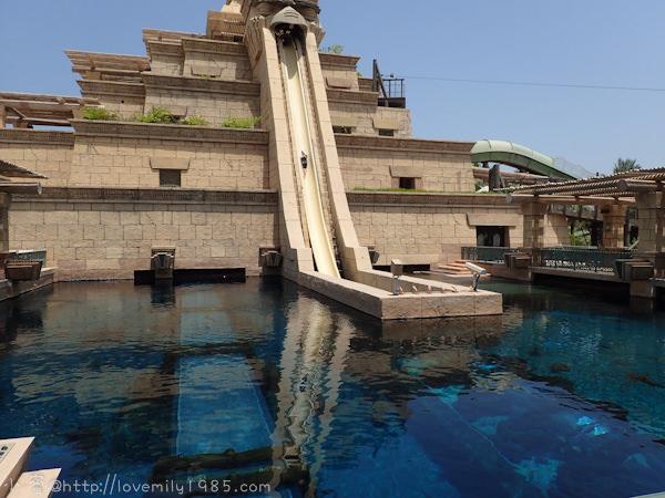 杜拜+義大利。夢想之旅 Day6-1 杜拜【亞特蘭提斯水上樂園ATLANTIS Aquaventure Water Park】超屌的水上樂園,尼普頓神殿塔The Tower of Neptune,逼近90度垂直滑水道,直接滑進水族箱。Part1