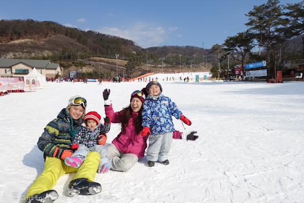 """韓國首爾.江原道。滑雪購物親子遊。 Day2 Oak Valley奧麗山莊滑雪度假村【租裝備介紹。不知道在瞎忙什麼的""""偽""""滑雪初體驗。中午燒肉好好吃】"""