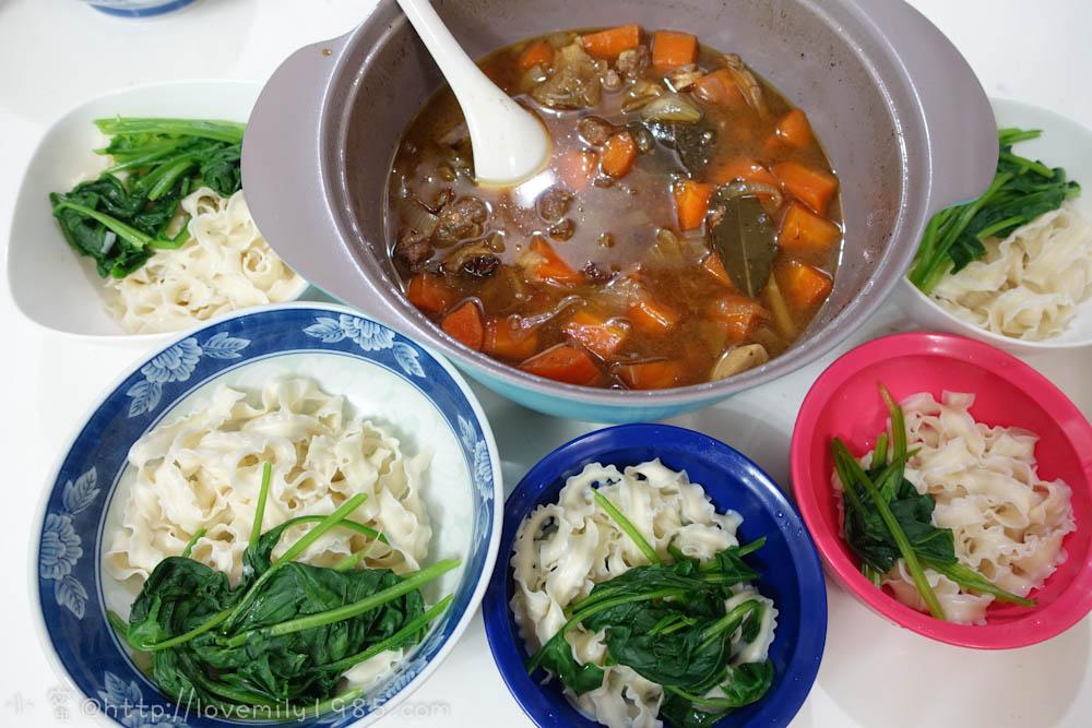 【廚房菜鳥。第一次煮飯就上手】在家也可吃牛肉麵~好神奇唷!而且食譜好簡單,又爆炸好吃der