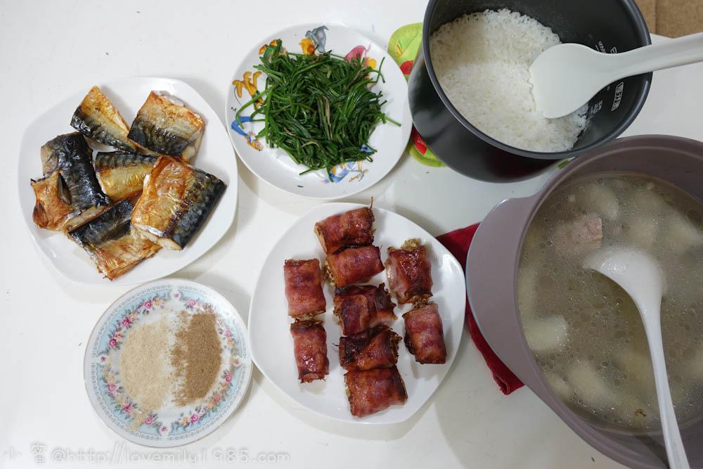 【廚房菜鳥。第一次煮飯就上手】氣炸鍋瞬間變出兩道菜之極簡單食譜。烤鯖魚、培根捲金針菇、清炒水蓮、山藥排骨湯