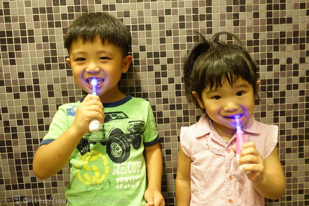 【小孩愛刷牙】把關孩子牙齒的健康是父母的責任。VIVATEC Lux360度兒童電動牙刷
