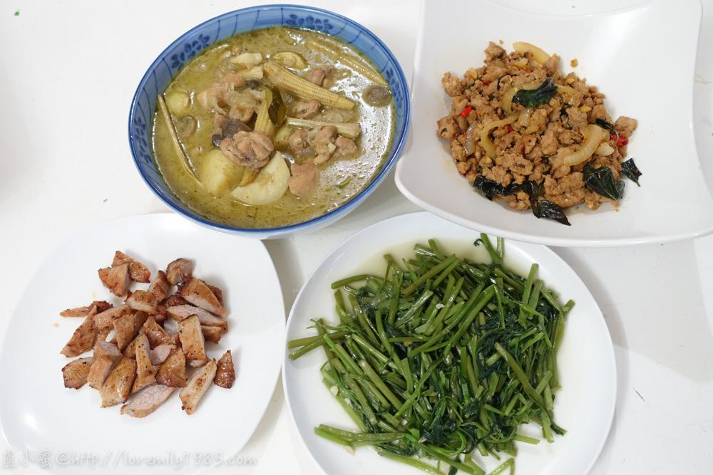 【廚房菜鳥。第一次煮飯就上手】在家也能吃泰式料理。綠咖哩椰汁雞.打拋豬肉搭配蒜炒空心菜&烤松阪豬(給小孩吃),一道超成功~婆婆說味道超級對的下飯料理!食譜+實作