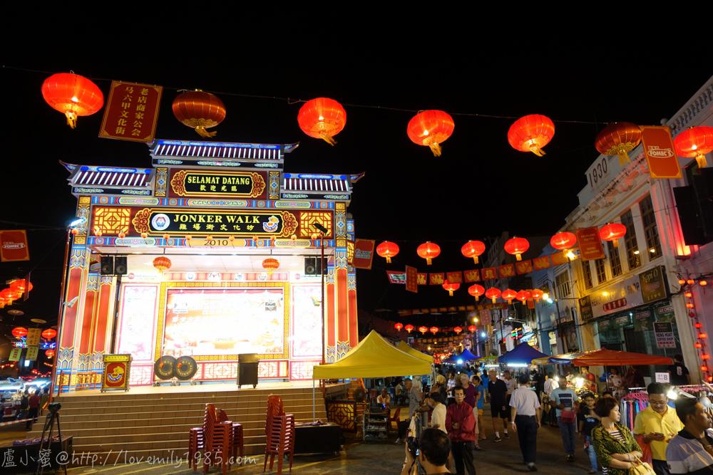 馬來西亞.馬六甲。三代同遊過新年 Day2-2 晚上的雞場街,根本台灣夜市啊!拜年領紅包,airbnb馬六甲煙火秀