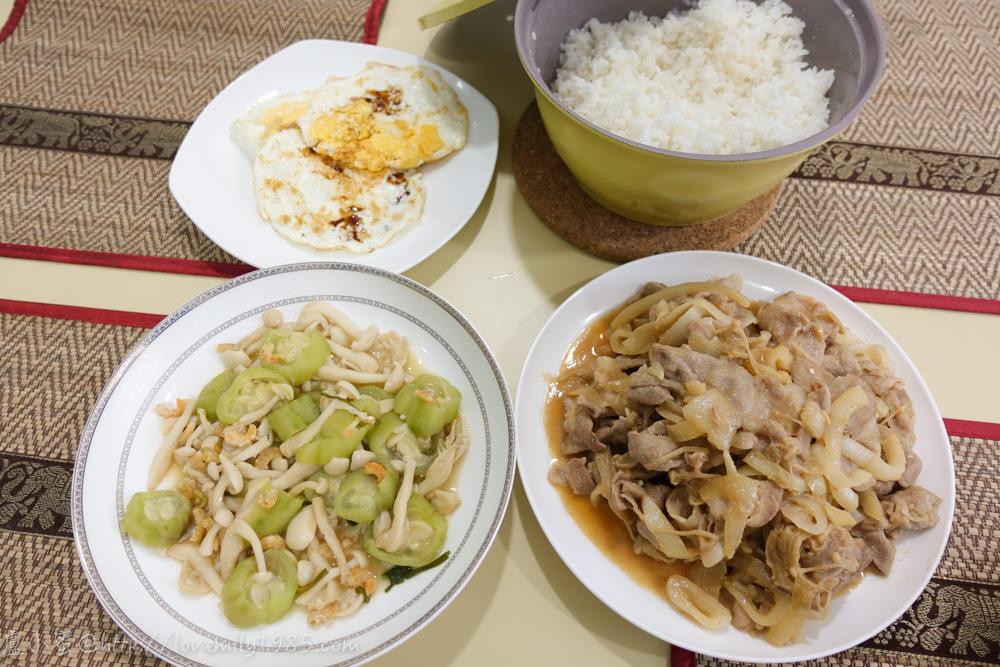 【廚房菜鳥。第一次煮飯就上手】超下飯的豬肉片味增燒.雪白菇滾絲瓜,煎顆蛋快速上菜!菜鳥自學食譜+實作