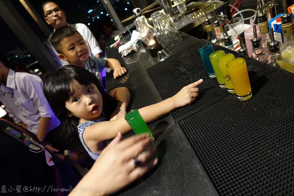 【泰國。清邁】超親近動物的親子自由行 Day4-3 包車清萊一日遊。回到清邁市區寧曼路泰式晚餐。必去景點Myst調酒店@Maya百貨