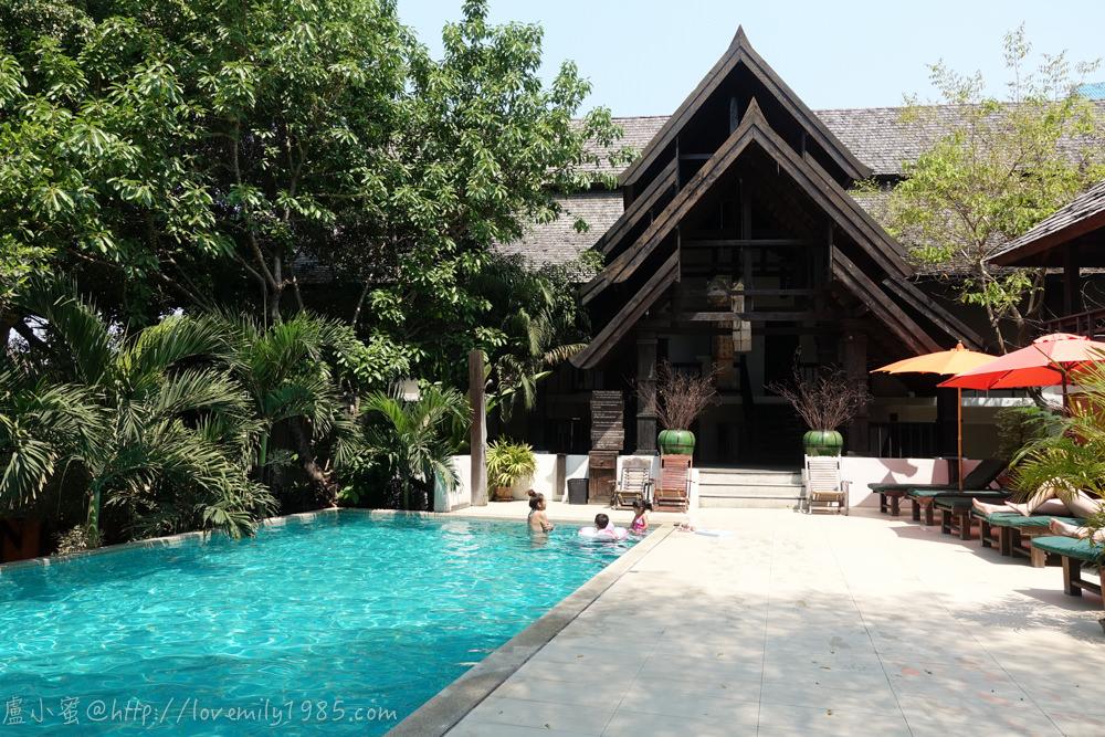 【泰國。清邁。市區親子住宿】雨林精品酒店Rainforest Boutique Hotel。兩大兩小,家庭房型有門當隔間唷!附豐富早餐。附雙泳池~度假感十足