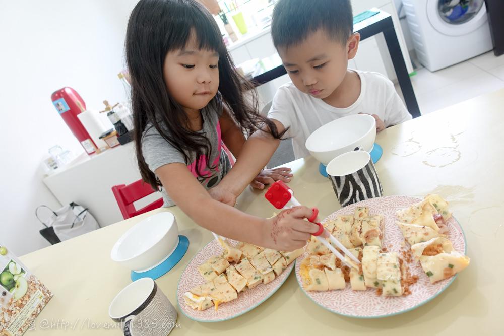 【廚房菜鳥。第一次煮飯就上手】遊子必學,台式蛋餅自己做!超簡單、免揉麵團~~~快速回味家鄉味