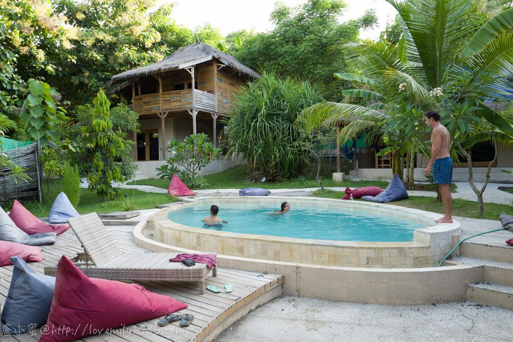 【印尼。吉利島。airbnb】別有洞天的Jati Village,有私人泳池、酒吧、涼亭的放空好住宿,有雙人房/家庭房介紹,入住airbnb有可能遇到的問題
