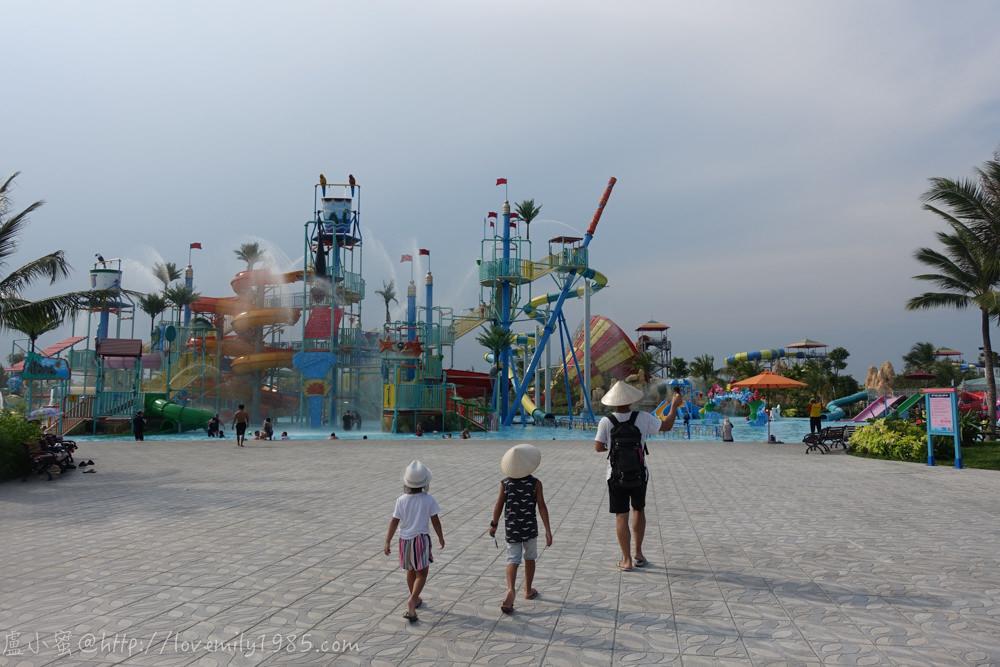 【越南。峴港】VinPearl Land 珍珠島樂園,歐式+古鎮雙風情步行區超好拍!River Safari+水陸雙樂園+室內電玩區~從早玩到晚老少閒宜,極度超值玩夠本