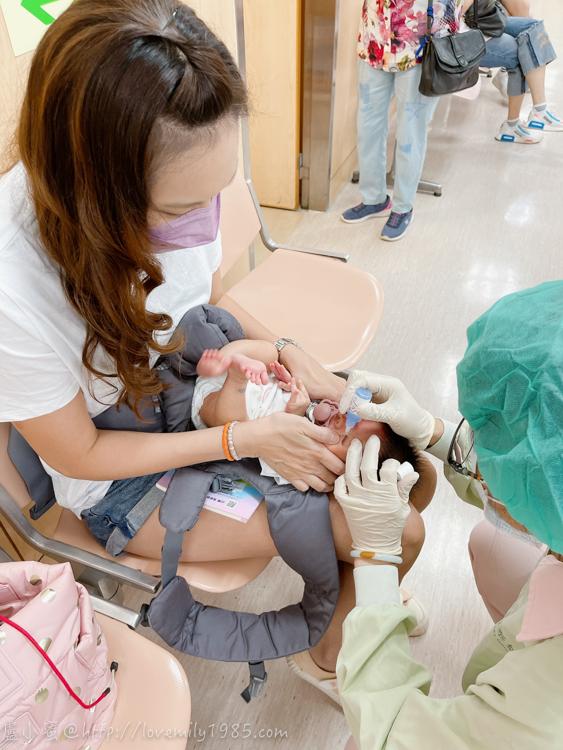 【水噹噹打預防針】早產兒視網膜檢查畢業+13價肺炎鏈球菌+百日咳小兒麻痺五合一+口服輪狀病毒~振奮人心的一天《2m1d。矯齡15d》