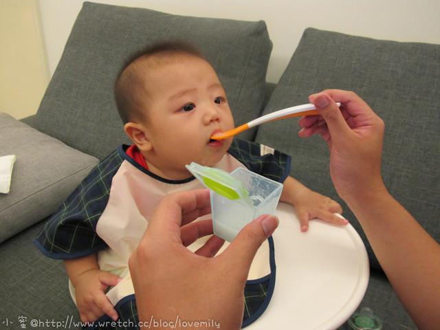 就是不吃!為了讓寶寶張開大口吃飯!無所不用其極之妙法大公開!道具也公開XD