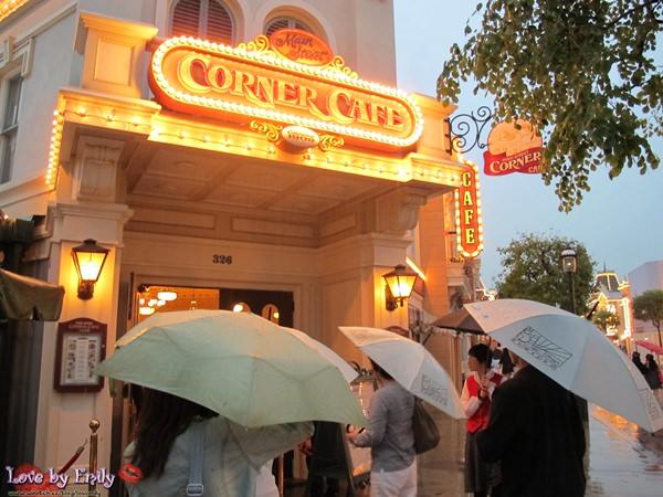 胖na出國初體驗。香港HK。 Day2-3 迪士尼樂園【Corner Café。育嬰室】→好萊塢酒店玩nana